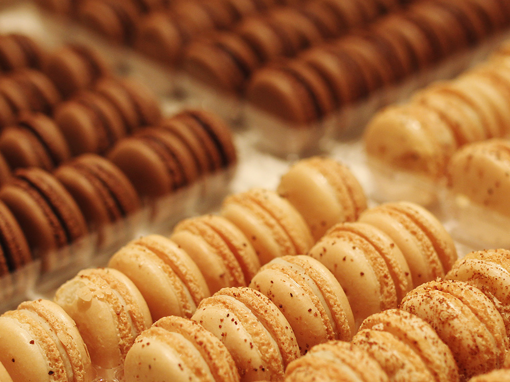 Skirt The Rules // Salted Caramel Macarons