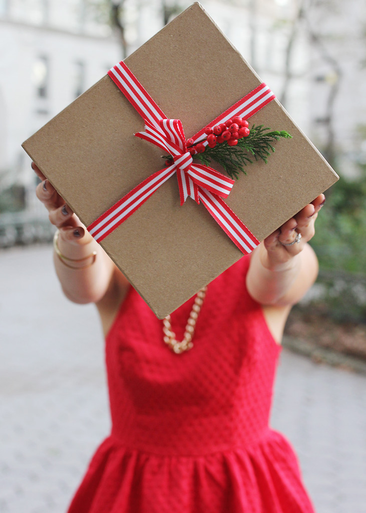 Skirt The Rules // Christmas Gift Wrapping
