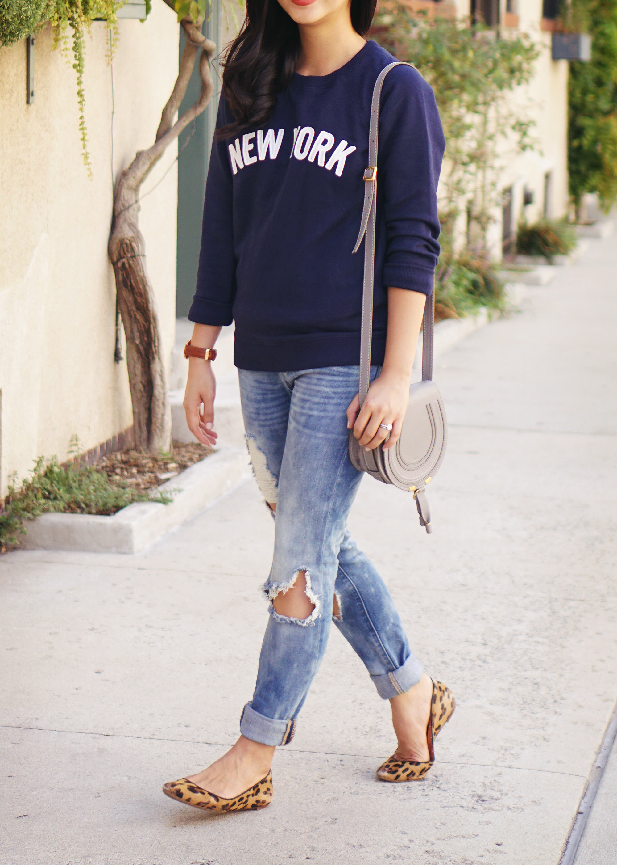 Fall Style / New York Graphic Sweatshirt & Ripped Jeans