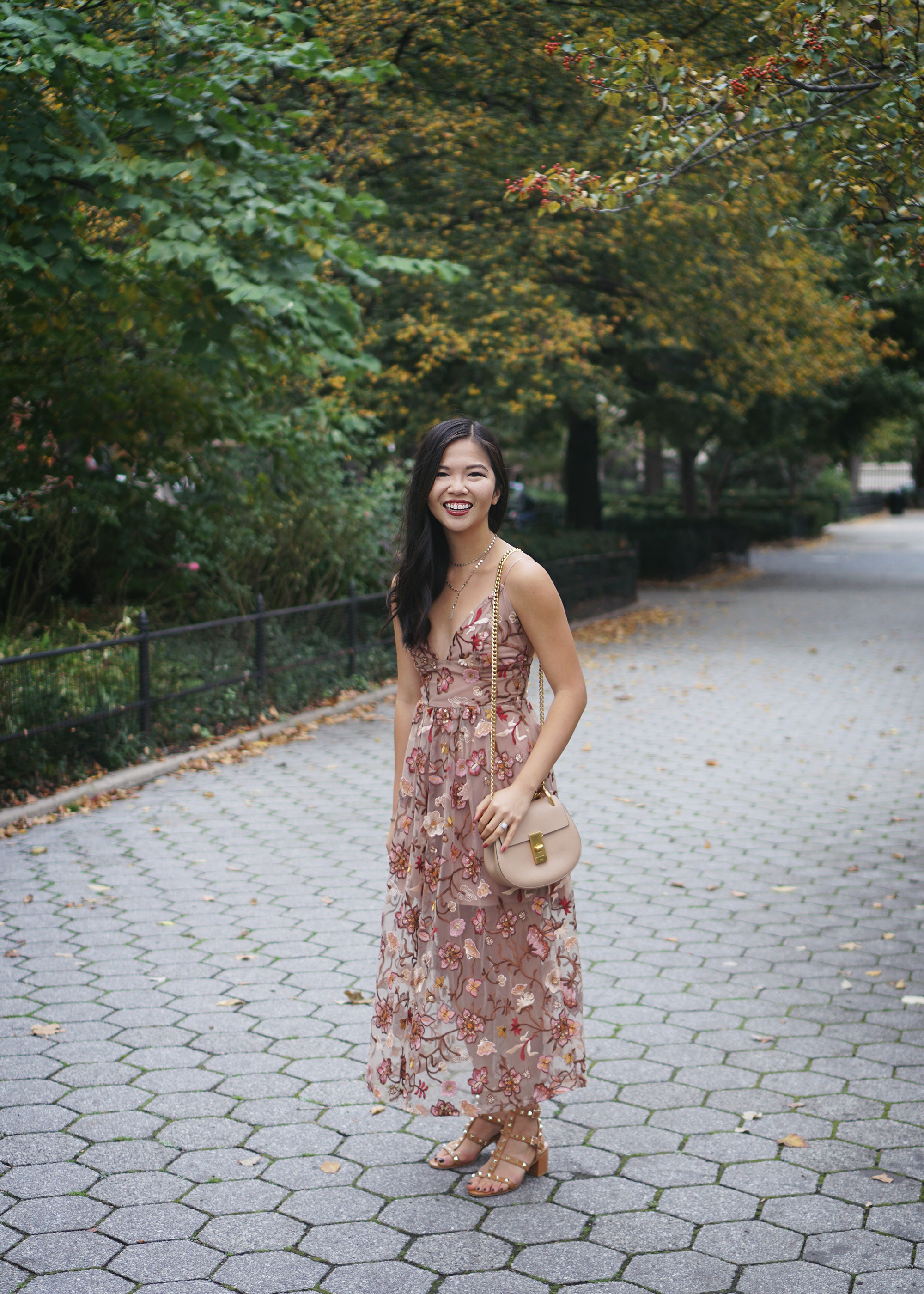 What to Wear to a Fall Wedding / Fall Floral Midi Dress