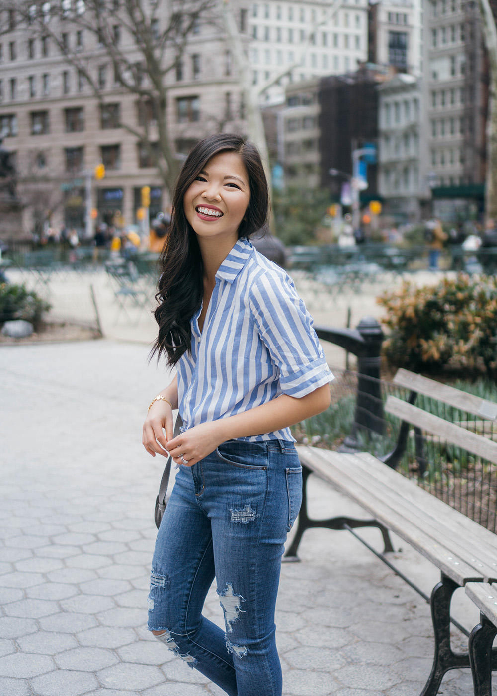 Casual Outfit Inspiration / Striped Short Sleeve Shirt & Ripped Jeans
