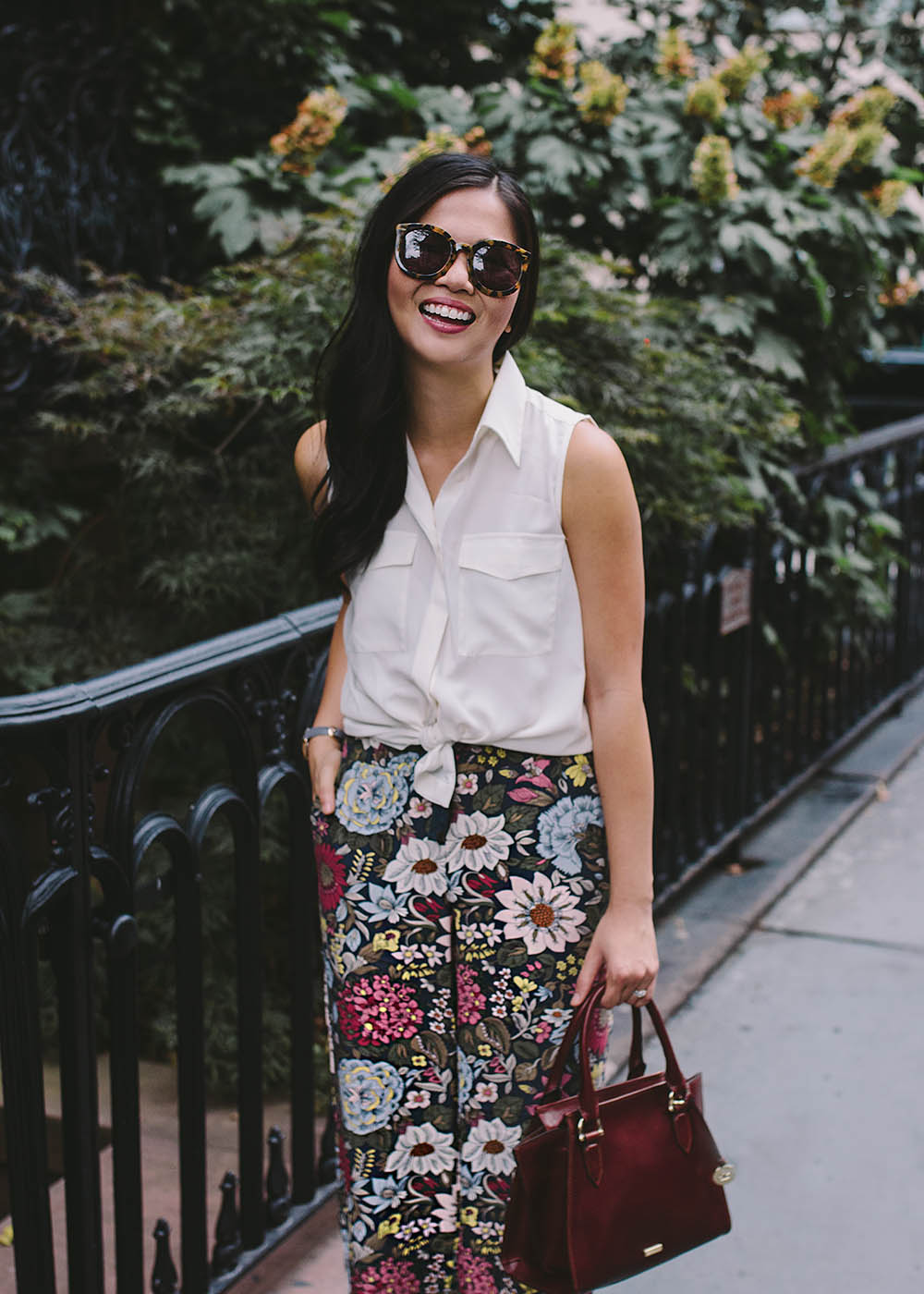 Wear to Work Style / Sleeveless Blouse & Floral Pants