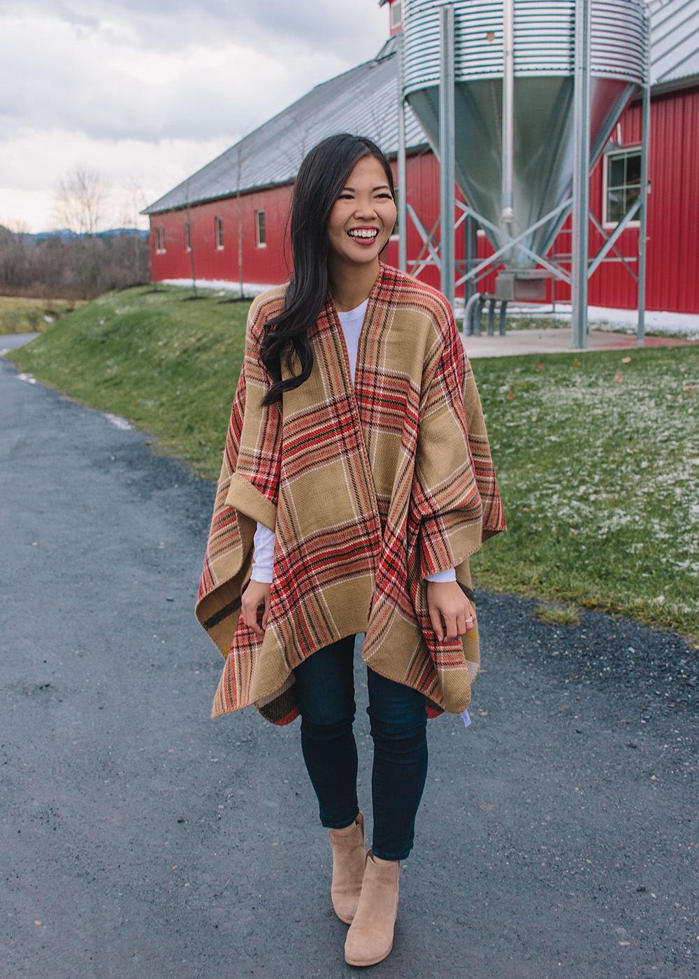 Fall Outfit Inspiration / Plaid Poncho & Skinny Jeans